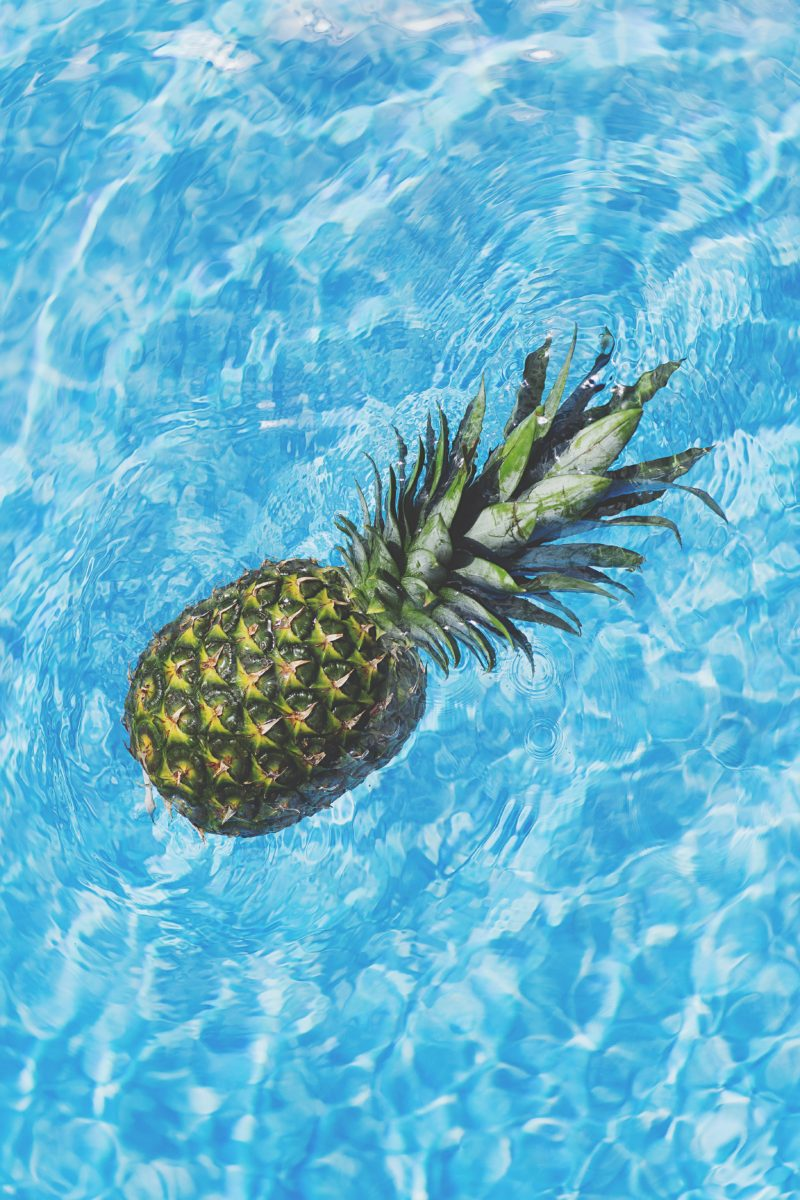 Ananas in water